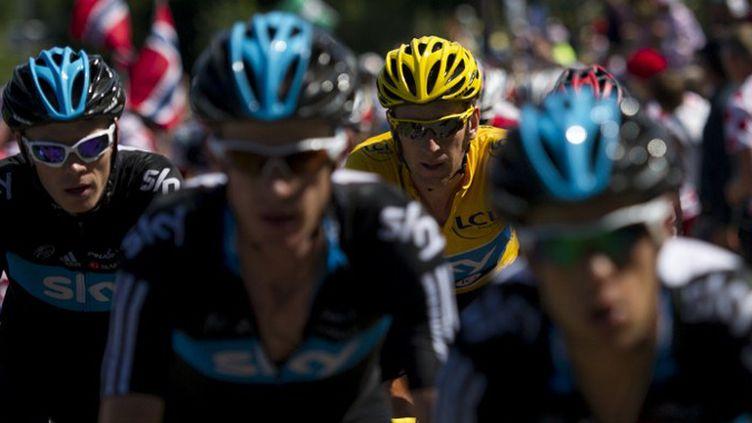 Wiggins bien entouré (LIONEL BONAVENTURE / AFP)