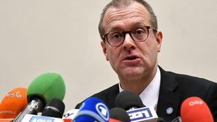 Hans Kluge, directeur Europe de l'Organisation mondiale de la santé, parle aux médias à Rome (Italie), le 26 février 2020. (ALBERTO PIZZOLI / AFP)