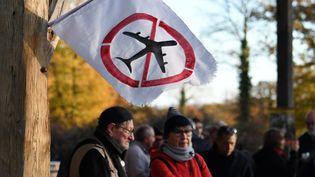 Randonnée d'opposants au transfert de l'aéroport de Nantes à Notre-Dame-des-Landes (Loire-Atlantique), le 26 novembre 2017, sur le site prévu pour l'infrastructure. (FRED TANNEAU / AFP)