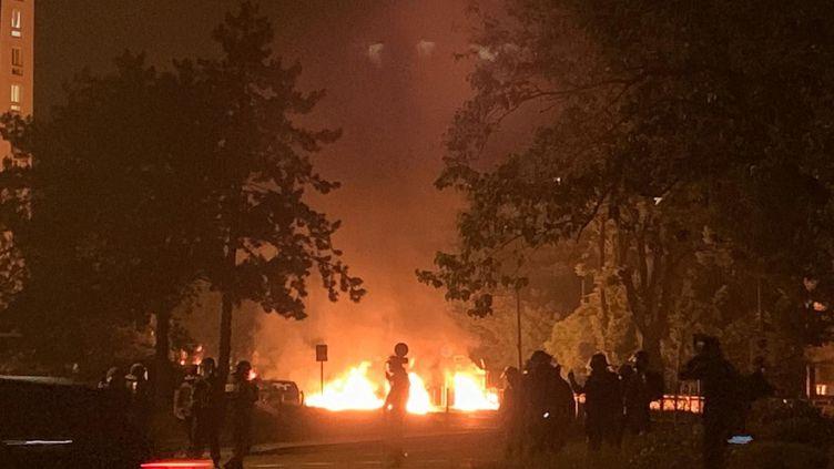 Première nuit de tension après la mort de Sabri, le 18 mai 2020. (MICKAEL SIZINE / MAXPPP)