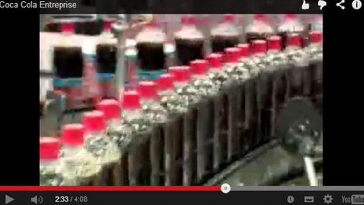 (La formule Coca pas si secrète que ça © Capture d'écran YouTube)