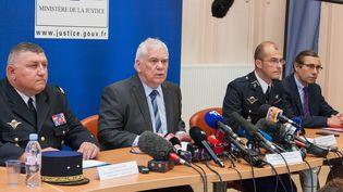 Le procureur général près la cour d'appel de Dijon, Jean-Jacques Bosc (deuxième en partant de la gauche), s'exprime lors d'une conférence de presse, le 15 juin 2017, à Dijon (Côte-d'Or). (MAXPPP)
