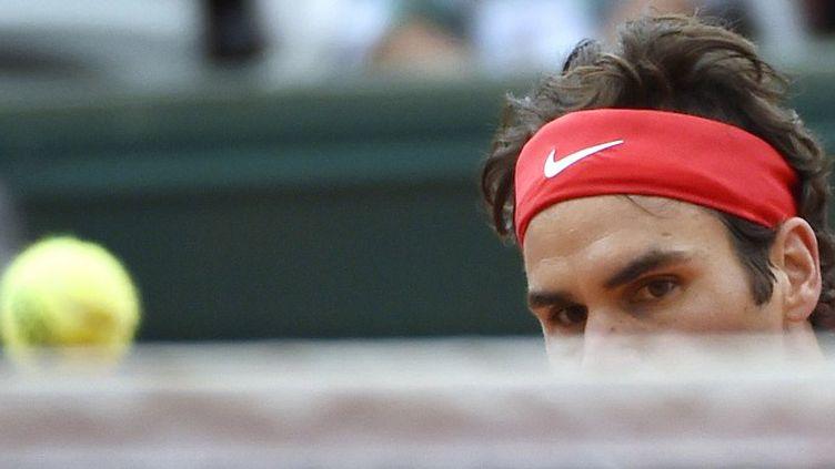 Roger Federer s'est qualifié pour le troisième tour à Roland-Garros (DOMINIQUE FAGET / AFP)