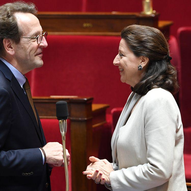 Ledéputé LREM Gilles Le Gendre et la ministère des Solidarités et de la Santé Agnès Buzyn, le 12 juin 2018 à l'Assemblée nationale, à Paris. (ALAIN JOCARD / AFP)