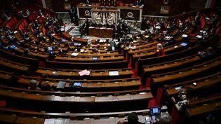 Vue de l'hémicycle de l'Assemblée nationale le 6 octobre 2020. (CHRISTOPHE ARCHAMBAULT / AFP)