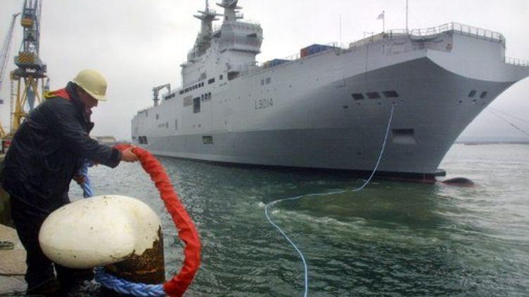 Le Tonnerre, bâtiment de projection et de commandement, lors de sa mise à l'eau, le 26 juillet 2005 à Brest. (AFP/FRED TANNEAU)