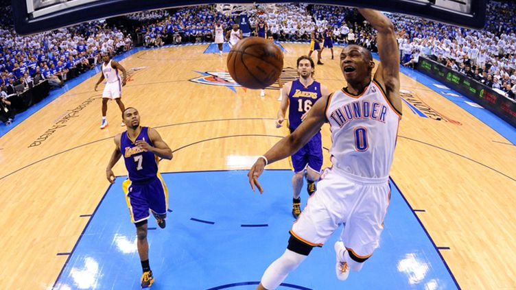 Russell Westbrook au dunk (LARRY W. SMITH / MAXPPP)