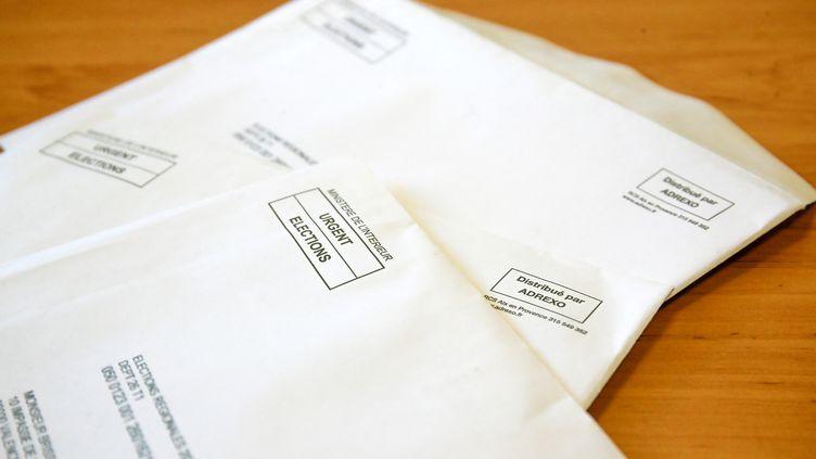 Enveloppes contenant de la propagande électorale pour les élections régionales et départementales de juin 2021 distribuée par la société Adrexo. (NICOLAS GUYONNET / HANS LUCAS)