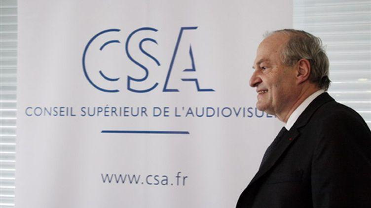 Michel Boyon, le président du Conseil supérieur de l'audiovisuel (CSA), le 7 avril 2009 à Paris (© AFP/MEHDI FEDOUACH)
