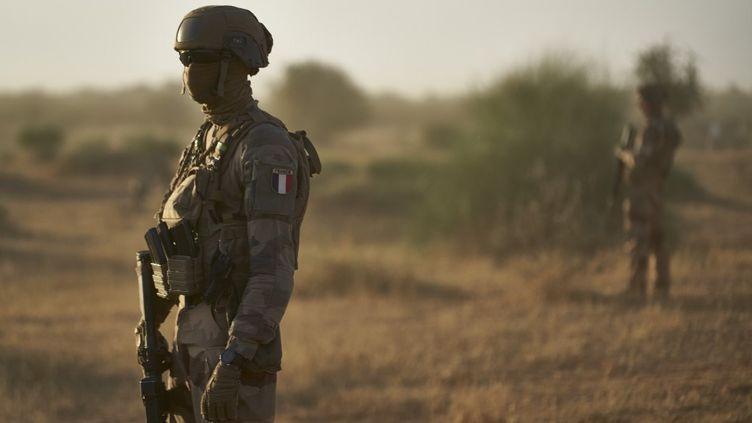 Des soldats de l'opération Barkhane au Burkina Faso, le 10 novembre 2019. (MICHELE CATTANI / AFP)