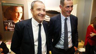 Les figures de la corse nationaliste, Jean-Guy Talamoni et Gilles Simeoni, parlent à la presse, le 3 décembre 2017 à Bastia. (PASCAL POCHARD-CASABIANCA / AFP)