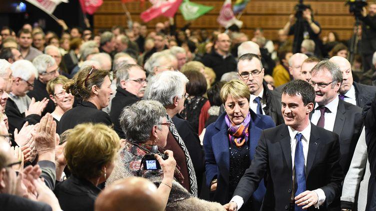 Le Premier ministre Manuel Valls à son arrivée au meeting de Boisseuil (Haute-Vienne), le 5 mars 2015. (PASCAL LACHENAUD / AFP)