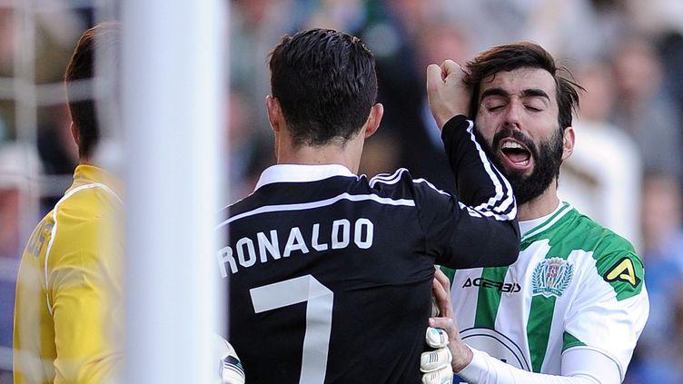 Le mauvais geste de Cristiano Ronaldo sur Jose Angel Crespo (CRISTINA QUICLER / AFP)