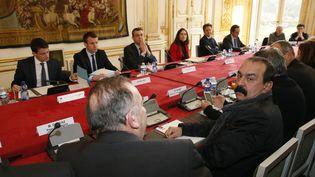 Le Premier ministre, Manuel Valls, reçoit les partenaires sociaux, le 14 mars 2016 à Matignon. (PATRICK KOVARIK / AFP)