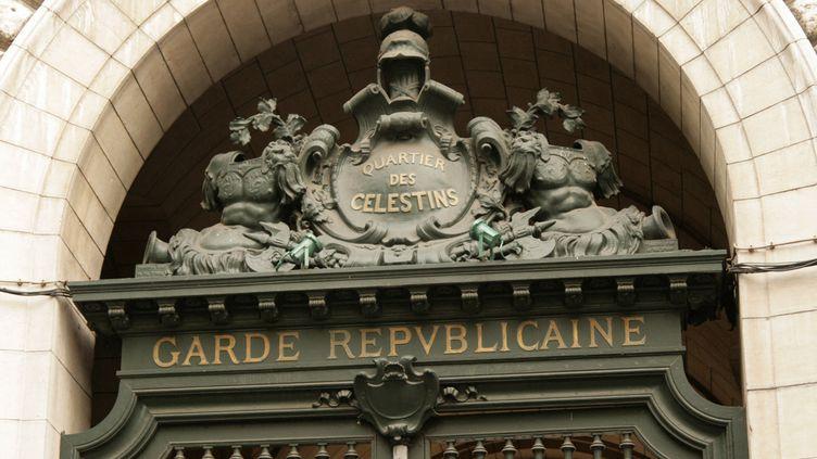 Le fronton de la Garde républicaine, dans le quartier des Célestins à Paris. (CATHERINE GRAIN)