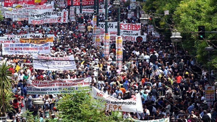 Quelques 20.000 manifestants avait défilé dans le calme à Athènes contre la rigueur, le 20 mai 2010. (AFP PHOTO / Aris Messinis)