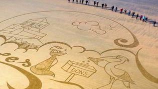 Charente-Maritime : une fresque géante sur le sable pour financer la rénovation d'une église (France 3)
