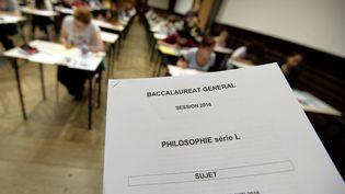 Les sujets de l'épreuve de philosophie du baccalauréat sont distribués aux élèves de la série littéraire, au lycée Fustel de Coulanges de Strasbourg (Bas-Rhin), le 15 juin 2016. (FREDERICK FLORIN / AFP)