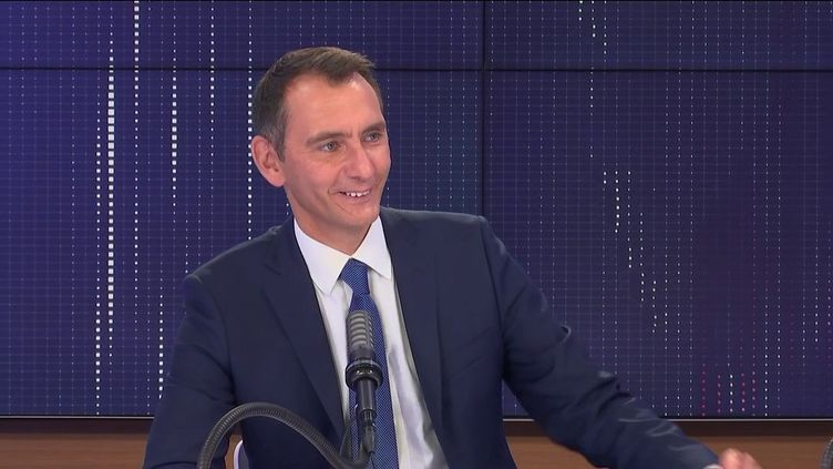 Laurent Jacobelli, porte-parole du RN, lundi 16 août sur franceinfo. (FRANCEINFO / RADIO FRANCE)