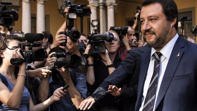 Le ministre de l'Intérieur italien, Matteo Salvini, le 28 août 2018 à Milan (Italie). (MARCO BERTORELLO / AFP)
