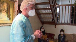 Pour lutter contre l'épidémie de Covid-19 et casser les chaînes de contamination, la période d'isolement est passée de sept à dix jours. Comment les personnes contraintes à l'isolement sont-elles prises en charge et accompagnées ? (France 2)