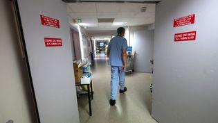 Le département réservé aux patients atteints du Covid-19, à l'hôpital de Mulhouse (Haut-Rhin), en novembre 2020. (PATRICK HERTZOG / AFP)