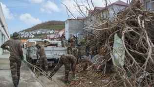 Sur la partie française de l'île de Saint-Martin, après le passage de l'ouragan Irma, le 18 septembre 2017. (HELENE VALENZUELA / AFP)