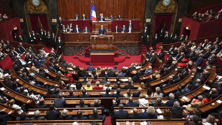 Emmanuel Macron prend la parole devant le Parlement réuni en Congrès, le 3 juillet 2017 à Versailles (Yvelines). (ERIC FEFERBERG / AFP)