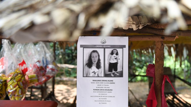 Un avis de recherche pour retrouver Nora Quoirin est affiché à Seremban, en Malaisie, le 13 août 2019. (MOHD RASFAN / AFP)