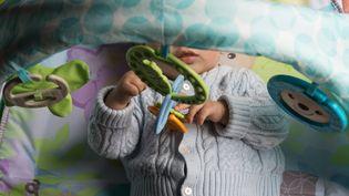 Un bébé de 8 mois, à Paris, en avril 2019. (RICCARDO MILANI / HANS LUCAS / AFP)