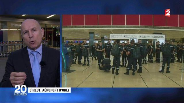 Ouragan Irma : à Orly, militaires et personnel aidant s'apprêtent à décoller