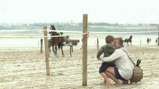 Manche : les courses hippiques deJullouvillesont de retour sur la plage (FRANCE 3)