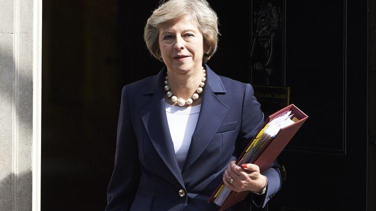 La Première ministre britannique Theresa May quitte le 10, Downing Street, à Londres, le 20 juillet 2016. (NIKLAS HALLE'N / AFP)