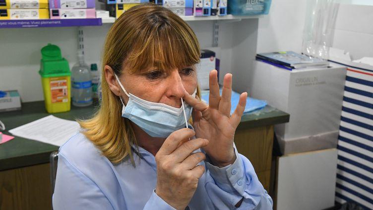 Des autotests vendusdans une pharmacie de Perpignan (Pyrénées-Orientales), le 20 avril 2021. (MAXPPP)