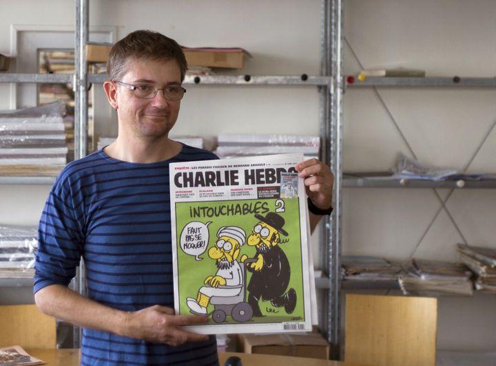 """Charb à la rédaction de """"Charlie Hebdo"""" le 19 septembre 2012 à Paris. (FRED DUFOUR / AFP)"""