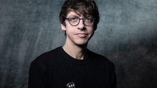 Fabien Vehlmann pose le 31 janvier 2020 lors du 47e Festival de la Bande Dessinée d'Angoulême. (JOEL SAGET / AFP)