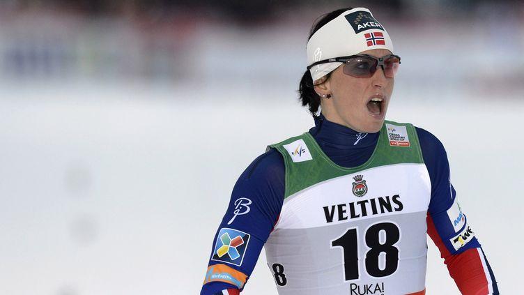 Marit Bjoergen a donné le ton d'entrée cette saison (HEIKKI SAUKKOMAA / LEHTIKUVA)