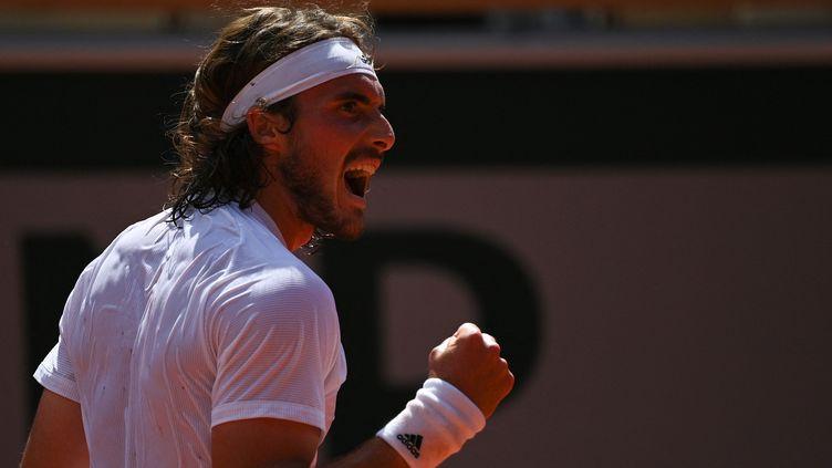 La rage de vaincre de Stefanos Tsitsipas lors de sa demi-finale contre Alexander Zverev, le 11 juin (ANNE-CHRISTINE POUJOULAT / AFP)