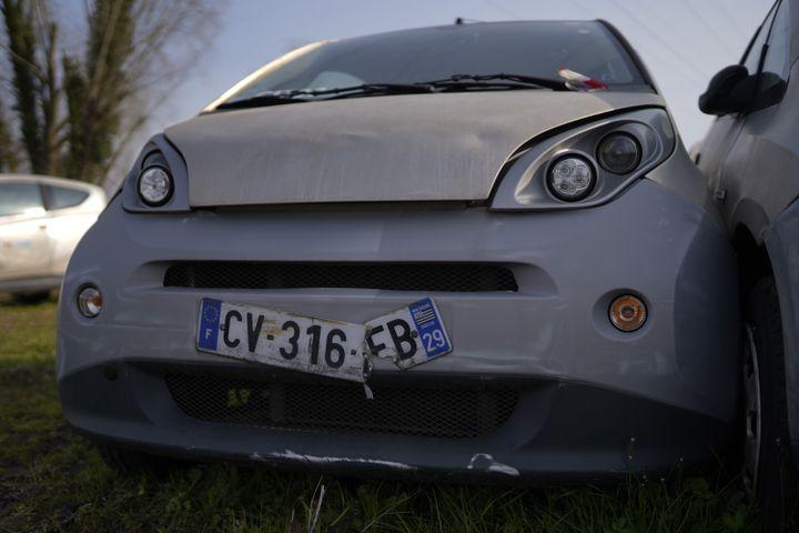 Les Autolib' qui roulaient à Paris étaient toutes immatriculées en Bretagne, région d'origine de la famille Bolloré. (PIERRE-LOUIS CARON / FRANCEINFO)