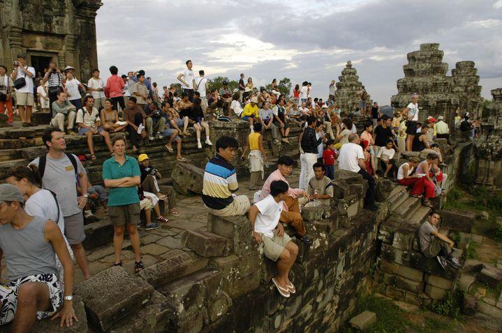 Face à l'afflux de touristes sur les temples d'Angkor, les autorités cambodgiennes ont décidé de sévir  (Sébastien Désarmaux / GODONG/picture-alliance / Godong/Newscom/MaxPPP)