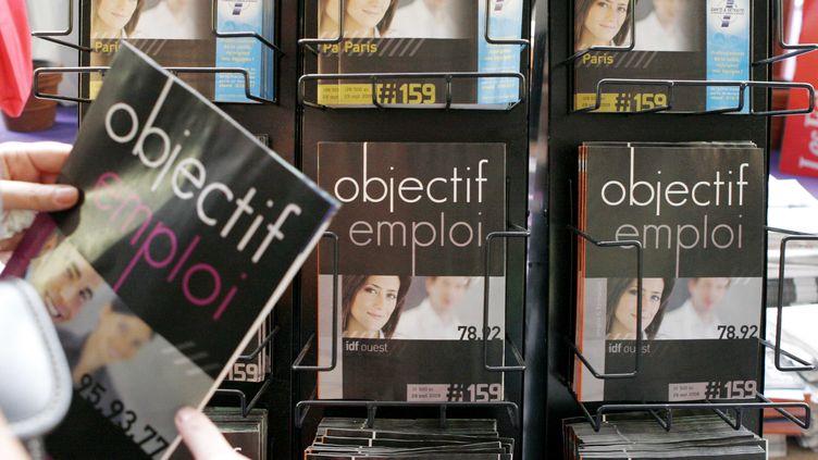 Le taux de chômage des moins de 25 ans reste plus élevé que celui des autres tranches d'âge, en 2012. Et les gouvernements se cassent toujours les dents dessus. (MARZARI / SIPA)