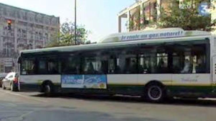 """Pour Nathalie Kosciusko-Morizet, """"la chose la plus urgente"""" est de doubler l'offre de bus en grande couronne. (F3 NPDCP)"""