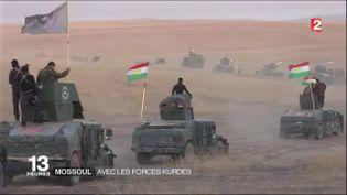 Colonne de véhicules des forces kurdes, au sud-est de Mossoul, en Irak, le 17 octobre 2016. (FRANCE 2)