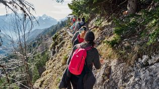 La micro-aventure s'adresse à tous ceux qui sont en mal de grand air et d'activités car on voyage hors des sentiers battus sur de courtes périodes : un week-end ou même le temps d'une soirée.  (ALEXIS COSENTINO / HELLOWAYS)