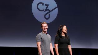 Mark Zuckerberg, fondateur de Facebook, et son épouse Priscilla Chan, annoncent un plan de lutte contre les maladies, à San Francisco (Etats-Unis), le 21 septembre 2016. (BECK DIEFENBACH / REUTERS)