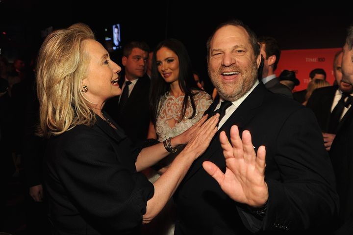 "Hillary Clinton et Harvey Weinstein au gala du magazine ""Time"", le 24 avril 2012 à New York (Etats-Unis). (LARRY BUSACCA / GETTY IMAGES NORTH AMERICA / AFP)"