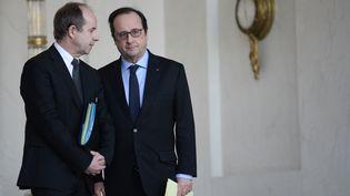François Hollande s'entretient avec le ministre de la Justice Jean-Jacques Urvoas, le 3 février 2016, à l'Elysée, à Paris. (STEPHANE DE SAKUTIN / AFP)