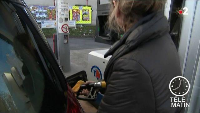 Carburants : pourquoi la baisse du baril ne se reflète pas à la pompe