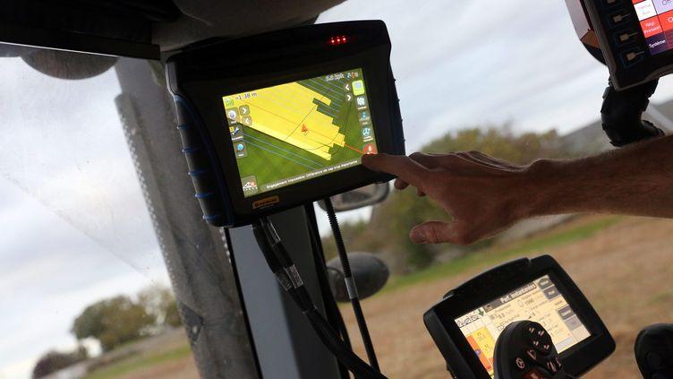 Les GPS agricoles, des outils qui coûtententre8.000 et 13.000 euros pièce. (J DUTAC / MAXPPP)
