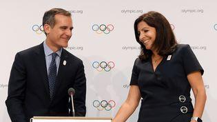 Eric Garcetti, maire de Los Angeles et Anne Hidalgo, maire de Paris au Comité international olympique à Lausanne (Paris), le 11 juillet 2017. (PHILIPPE MILLEREAU / DPPI MEDIA)